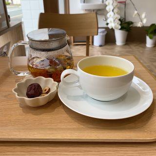 薬膳茶(紅花・シナモン・マイカイカ)(なつめ薬局 Cafe薬食同源)