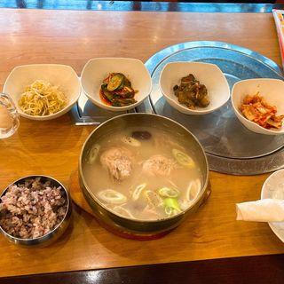 半参鶏湯(デ~ハンミング (大韓民国 デーハンミング))