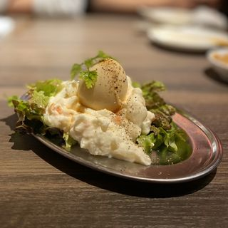 半熟卵のポテトサラダ(黒から 金山小町店)