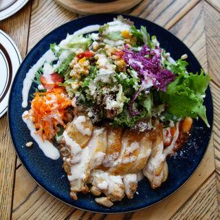 ハーブチキングリルとこだわり野菜のサラダ仕立て(granary cafe(グラナリーカフェ))