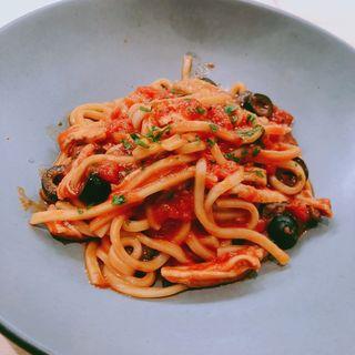 煮込みチキンとオリーブのトマトソース(2416MARKET PASTA&)