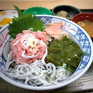 三色丼(斉太郎食堂)