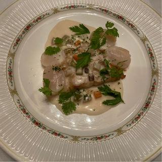 鮮魚と帆立貝のソテー ボルドー風ホワイトソースで(エスコフィエ )