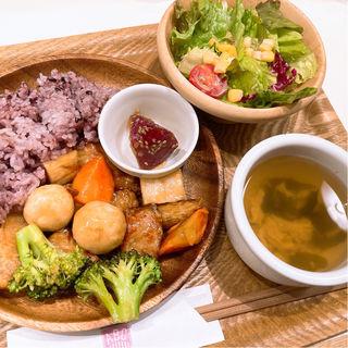 トントロとごろごろ根菜の黒酢豚定食