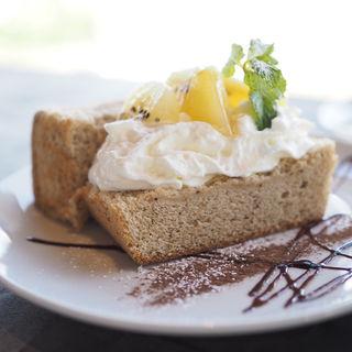 季節のフルーツと紅茶のシフォン(エース カフェ (Ace cafe))
