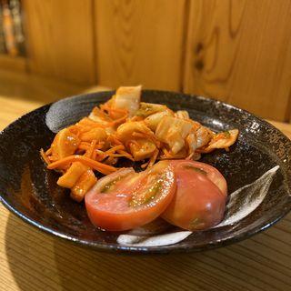 白菜キムチ、カクテキ、トマト(八百屋ダイニング やすべえ)