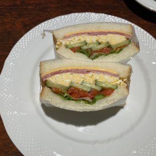 ハムと野菜と玉子のサンド
