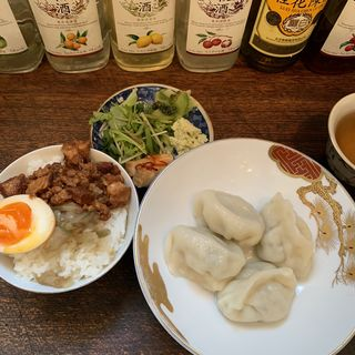 名物水餃子とお茶碗魯肉飯(東京台湾)