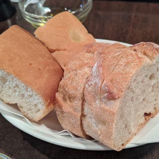 パン2種盛り(THE BAR 新大阪 (ザバール))