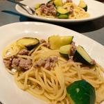 ズッキーニとサルシッチャのペペロンチーノ