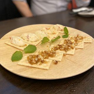 クラッカー(塩ドライトマトとマスカルポーネ、イチヂクバター)