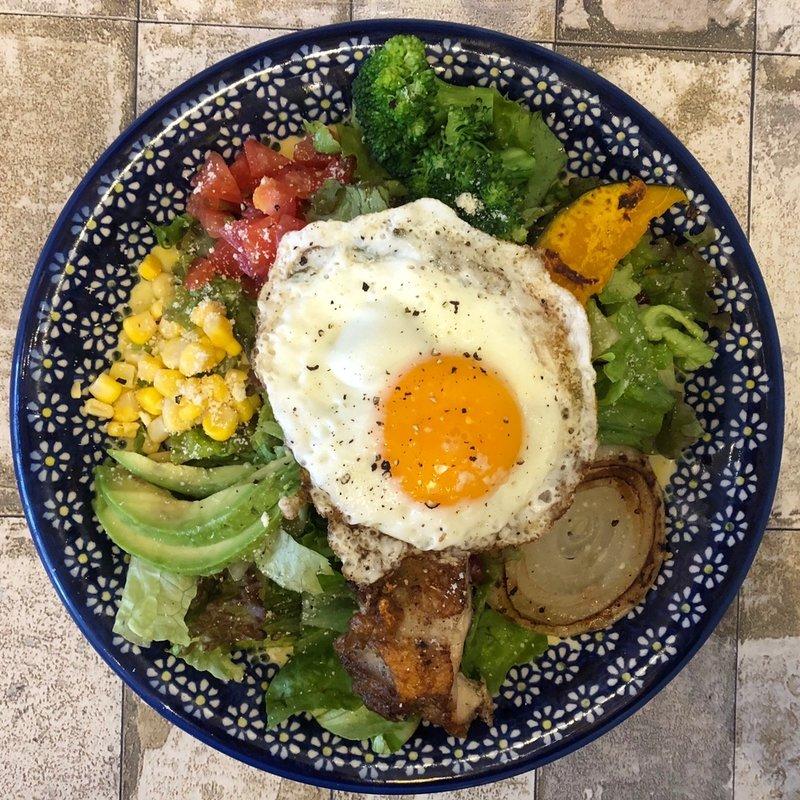 グリルチキンと彩り野菜のサラダランチ