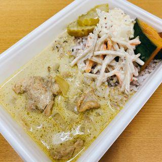 鶏とマッシュルームのグリーンカレー