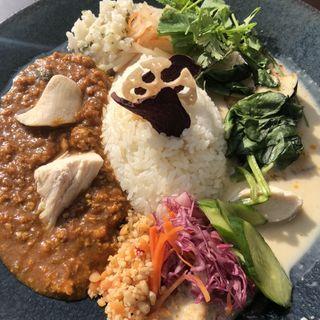 マサラ&グリーンの2種カレー(CHUTNEY Asian Ethnic Kitchen)