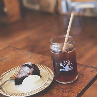 ガトーショコラとあいすらて(オサル コーヒー)