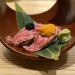 肉寿司(キャビア乗せ、雲丹乗せ)