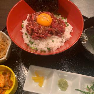 ローストビーフ丼ユッケ味(新橋 正泰苑 )
