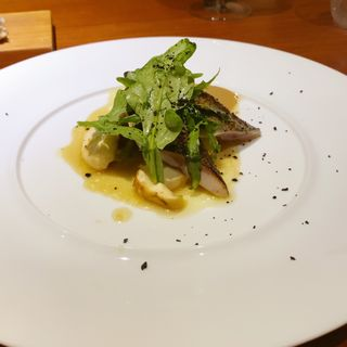 秋刀魚のかるい炙り 大阪産茄子 万願寺 肝のソース(前芝料理店)