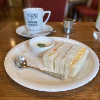 モーニング(サンドイッチ)、コーヒー