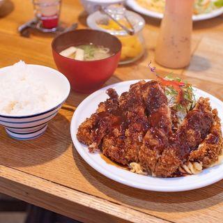 チキンカツ(洋食のオーニシ)