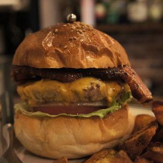 ベーコンチーズバーガー(Overcook Burger Bar)