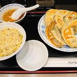 Bセット(餃子5個+半チャーハン+スープ)