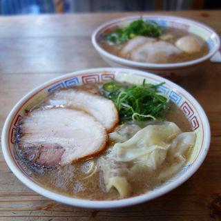 ワンタンメン(博多だるま 総本店)