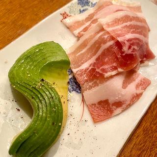 生ベーコンと玉ねぎ、アボカド(コノ花まひろ )