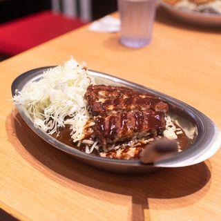 ゴーゴーカレー小盛り+ジューシーハンバーグ、チーズ(ゴーゴーカレー ピオレ姫路スタジアム)