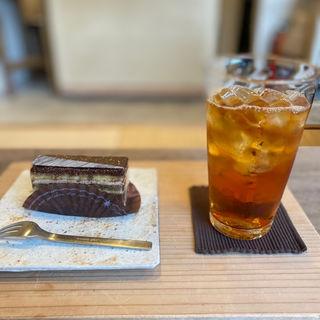 オペラとアイスティー(菓子・茶房 チェカ (cheka))