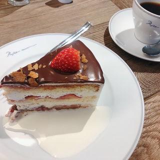 ストロベリーショートケーキ チョコレートがけ(PAPER MOON  GREEN SPRINGS店)