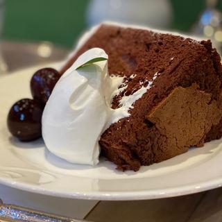 ショコラーデ・シフォンケーキのヤムゼ(コーヒーor紅茶とのセット)(オーストリッヒカフェウィーン )