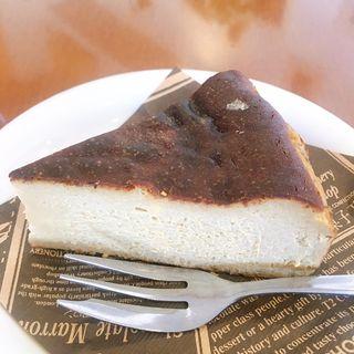 バスクチーズケーキ(キャラメル)(T2の菓子工房 ハーバー店 (ティーツー))