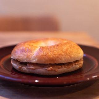 有機ピーナッツペースト&レーズンのベーグルサンドイッチ(単品)