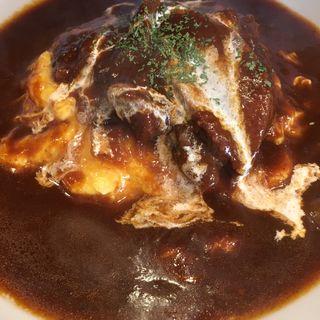 牛タンのせオムハヤシ(美味卵家)