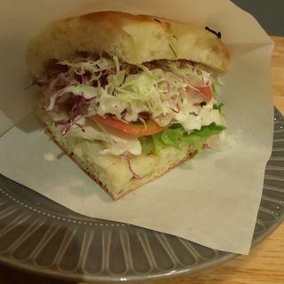 チキンサラダジェノバ風サンドイッチ