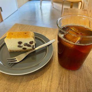 ラムレーズンチーズケーキ(AERU COFFEE STOP)