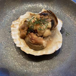 帆立貝と木の子のオーブン焼き 子羊のジュのアクセント