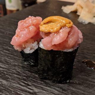 トロタク、雲丹トロ(鮨やまけん 新宿東口店)