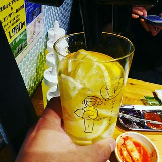 勝手にレモンサワー飲み放題+凍ったレモン