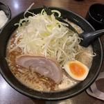 豚骨醤油ラーメン(麺やハル)