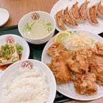 鶏の唐揚げ定食(餃子付き)