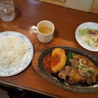 カニコロッケとポークステーキの盛合せランチ   (ユキノヤ )