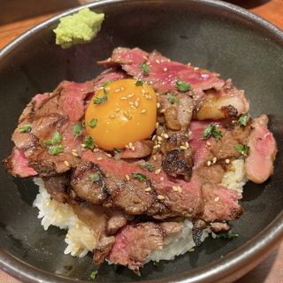国産牛サーロインステーキ丼(肉卸 小島)