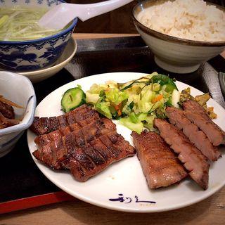 牛たん味くらべ定食 牛たん焼2枚4切+牛たん焼味噌2枚4切(牛たん炭焼 利久tekuteながまち店)