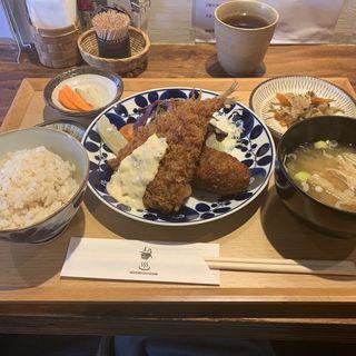 宮城県産三元豚メンチカツと松浦港アジフライ定食(橋の湯食堂)