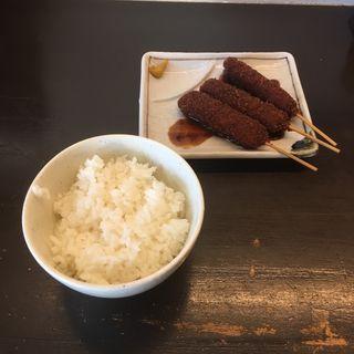 串カツ(3本300円)と小ライス(100円)(博多とんこつ かたぶつ)
