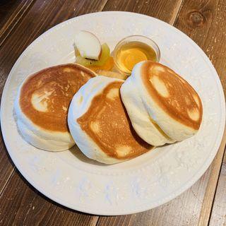 【日本一美味しいパンケーキ】ふわふわパンケーキ バナナソテー添え(美菜ダイニング NICO)