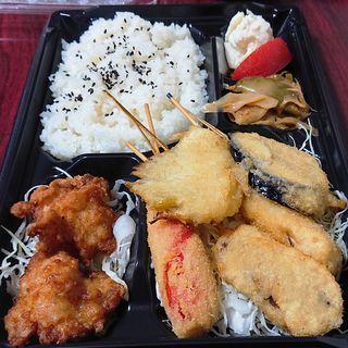 串かつと唐揚げ弁当(串かつ でんがな パークタワー新川崎店)