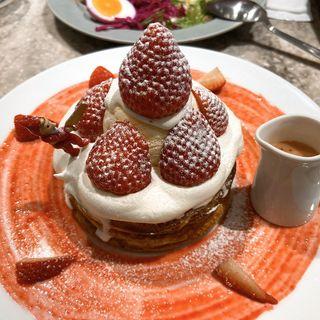 生ミルキークリームのパンケーキ いちごバターソース(cafe & books bibliotheque)